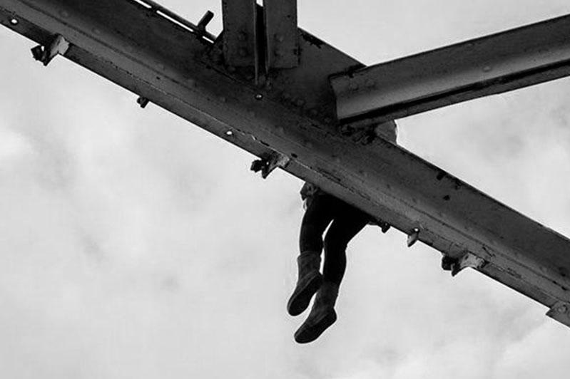 20-летняя девушка погибла, спрыгнув с моста в Атырау