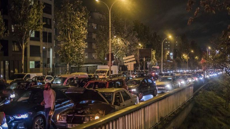 Коронавирус: парижане бегут из города из-за карантина, страны бьют рекорды по заражениям