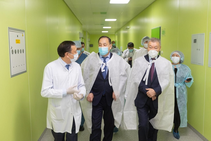 Борьба с коронавирусом: Ералы Тугжанов ознакомился с работой медучреждений ВКО