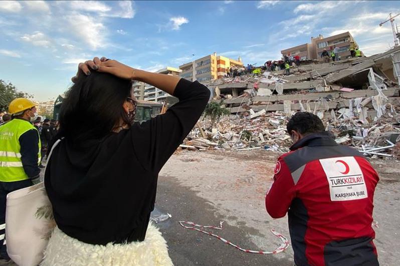 Число жертв землетрясения в Измире достигло 25