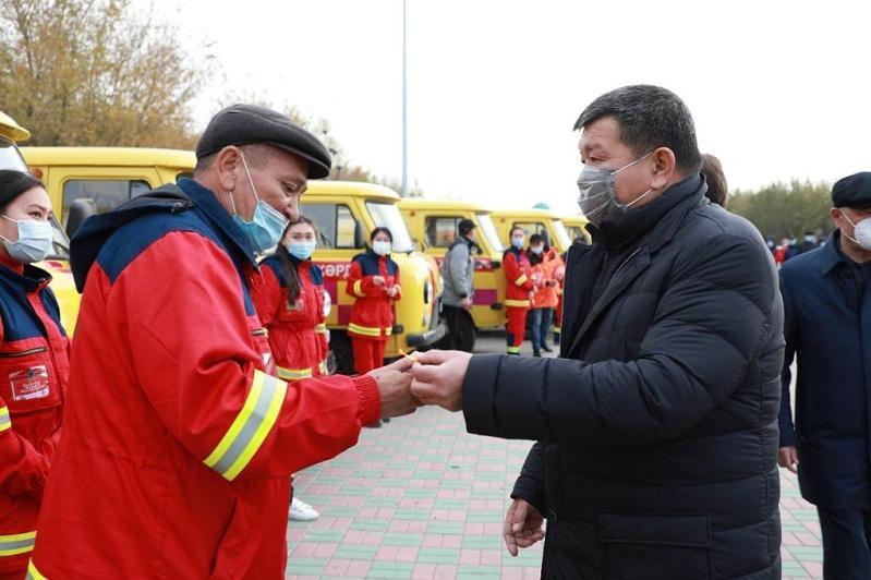 12 новых машин скорой помощи передали медикам в Атырау