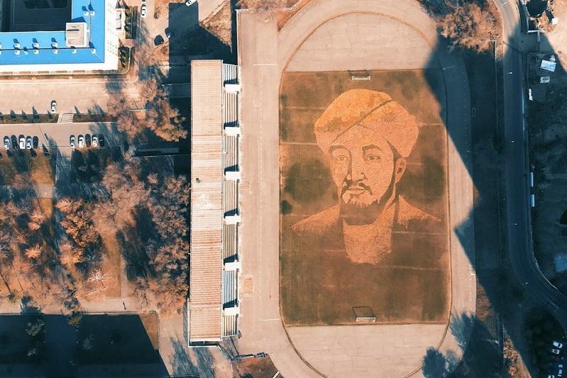 Портрет Аль-Фараби из осенних листьев создали в Алматы