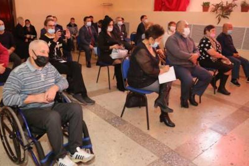 Жители Шахана рассказали акиму Карагандинской области о проблемах посёлка