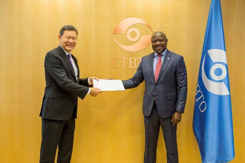 哈萨克斯坦大使向国际组织代表递交全权证书