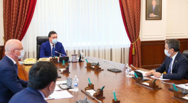 政府总理同鞑靼石油公司首席执行官讨论投资项目实施问题