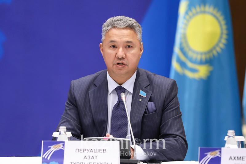 Водители высказали недовольство Азату Перуашеву по поводу электронной очереди на границе