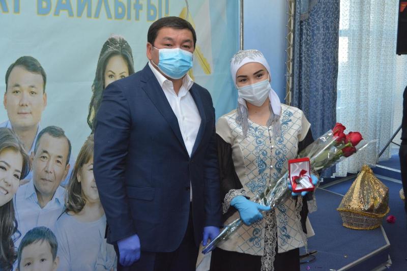 Квартиры подарили 41 многодетной семье Жезказгана