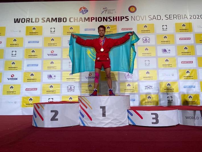 Казахстанец завоевал «золото» на ЧМ по самбо среди молодежи