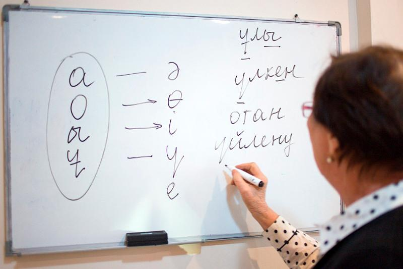 Елбасы призвал увеличить количество изучающих казахский язык людей