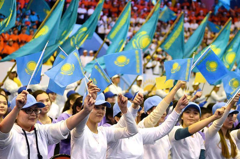 Нужно вести идеологическую борьбу с ксенофобией среди молодежи - Елбасы