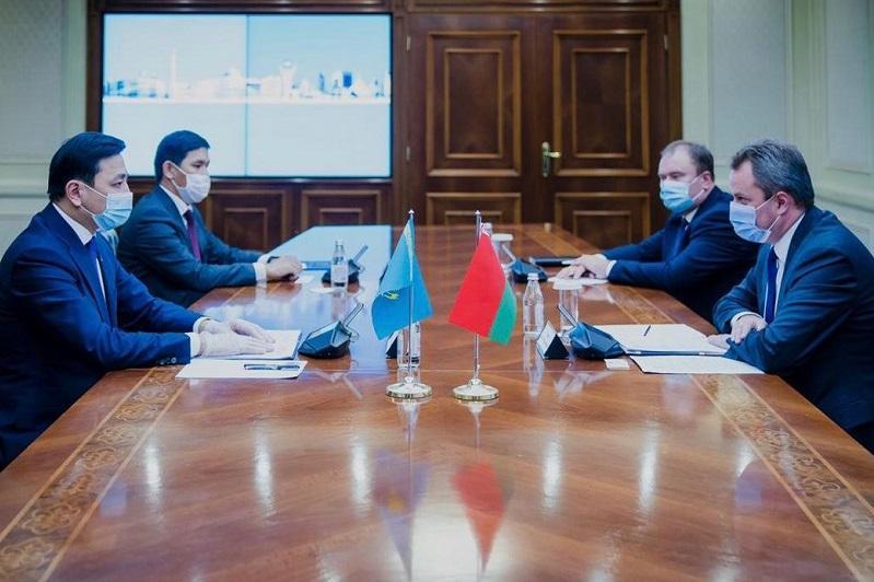 努尔苏丹市长会见白俄驻哈大使