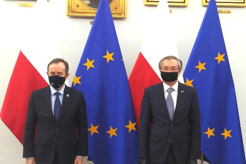 哈萨克斯坦大使会见波兰参议院主席