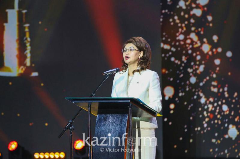 Аида Балаева открыла церемонию награждения национальной премии «Уркер»