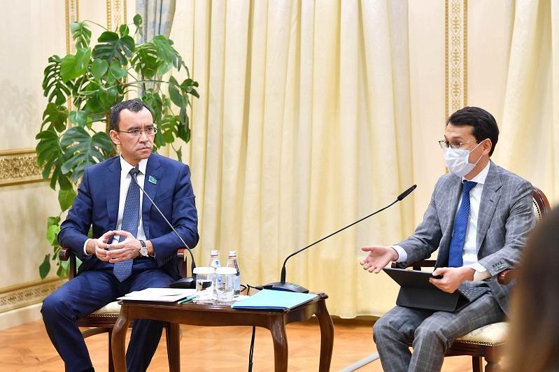 Маулен Ашимбаев и Багдат Мусин встретились с Клубом молодых экспертов при Сенате