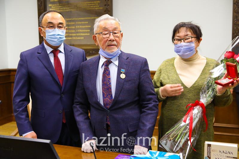 Известному казахстанскому антропологу Оразаку Исмагулову вручена медаль «Күлтегін»
