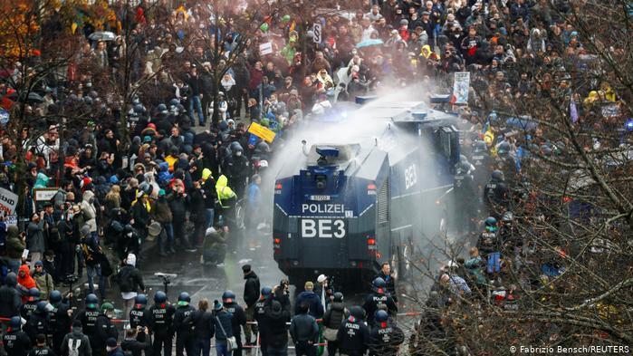 Берлинде карантинге қарсы болған тұрғындар алаңға шықты