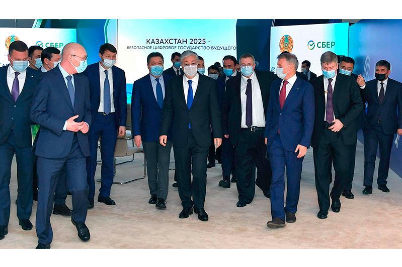托卡耶夫总统会见俄罗斯代表团