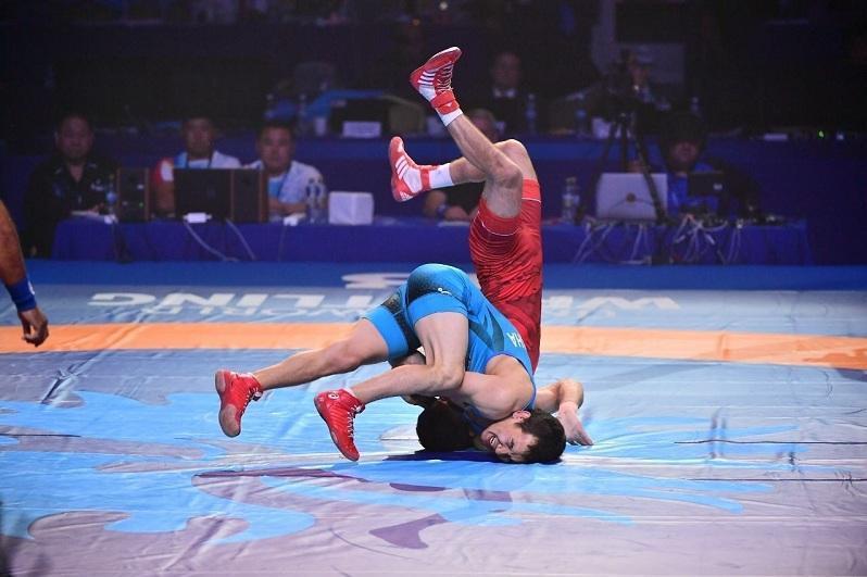 哈萨克斯坦全国摔跤锦标赛在阿拉木图举行