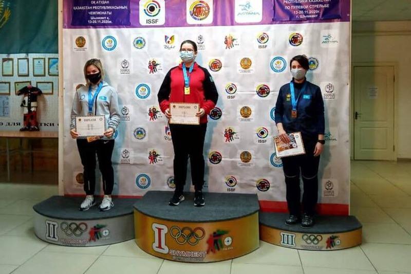Три медали на чемпионате по пулевой стрельбе завоевала спортсменка из Темиртау
