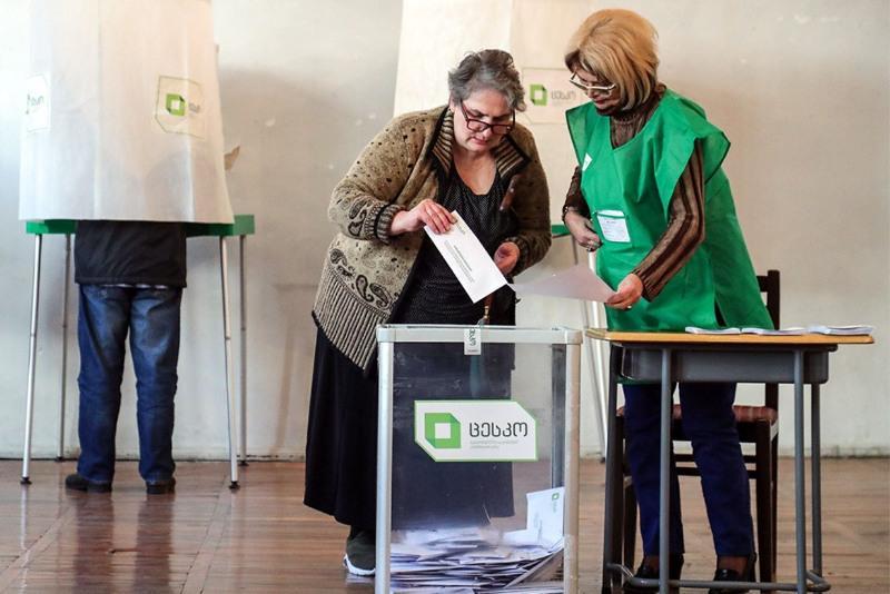 Правящая партия в Грузии побеждает на парламентских выборах