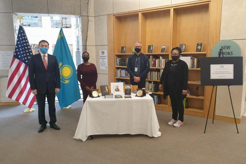 美国旧金山公共图书馆开始哈萨克文化和文学图书角
