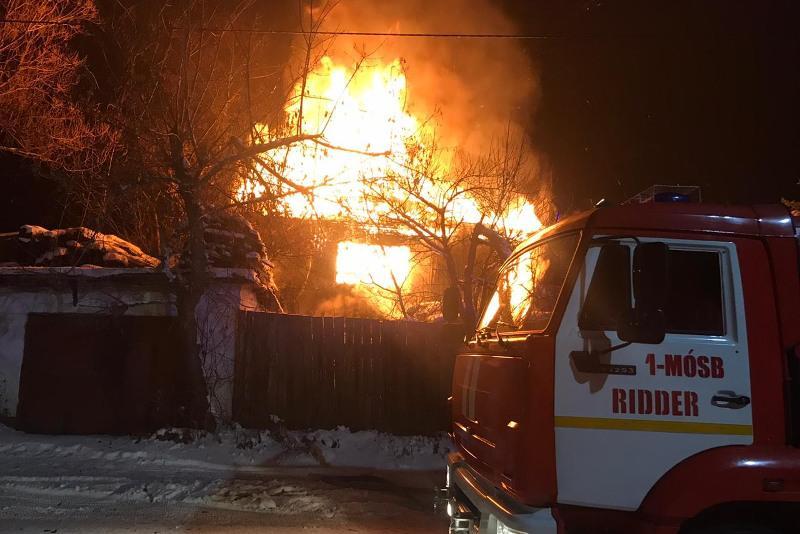 Предотвратили взрыв газбаллонов и спасли из огня 1 млн тенге огнеборцы Риддера