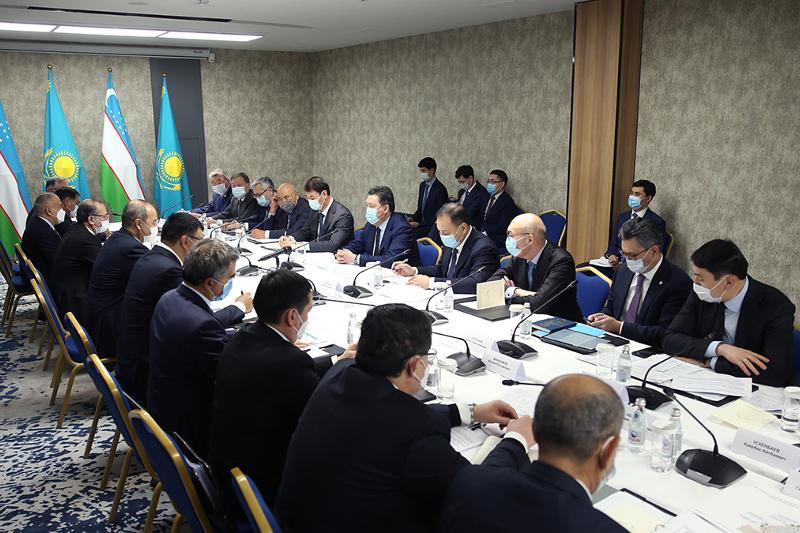 哈-乌两国政府总理在突厥斯坦市举行会谈