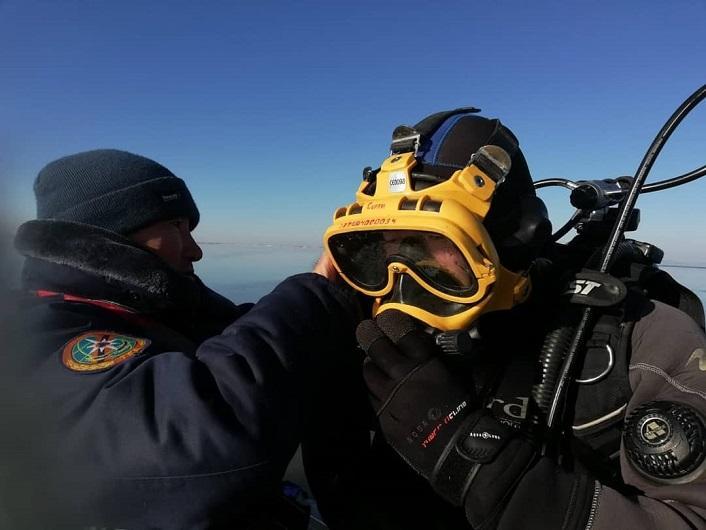 Вторые сутки на озере Зайсан ведутся поиски пропавших рыболовов