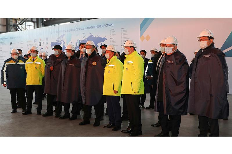 托卡耶夫总统到访卡拉干达铁合金厂