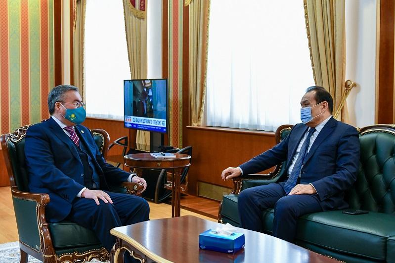 Глава МИД РК встретился с генсеком Тюркского совета