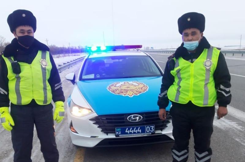 Полицейские помогли водителю сломавшегося автомобиля в Акмолинской области