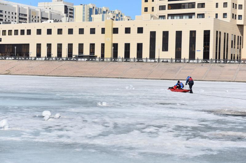 О правилах безопасности на льду напомнили спасатели