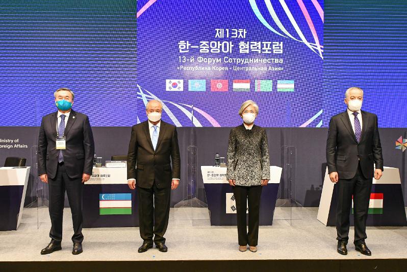 哈萨克斯坦代表团出席第十三届中亚-韩国合作论坛