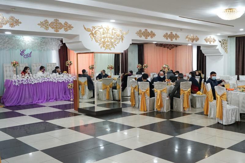 Подпольную свадьбу на 100 человек выявили в Семее
