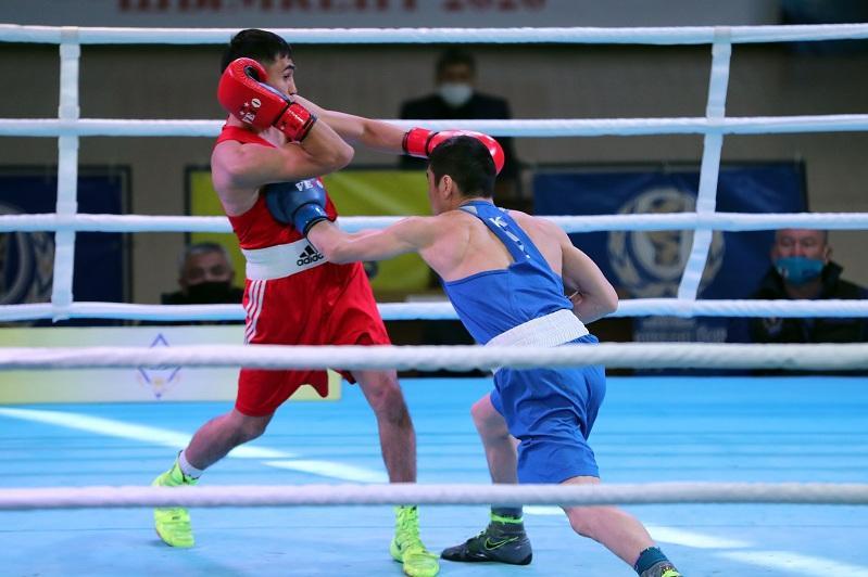 Чемпионат Казахстана по боксу: первый нокаут и град нокдаунов