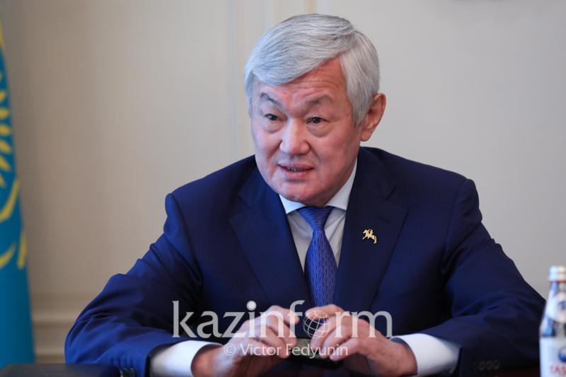 Изучать историю и творчество великих отечественных деятелей призвал молодежь Бердибек Сапарбаев