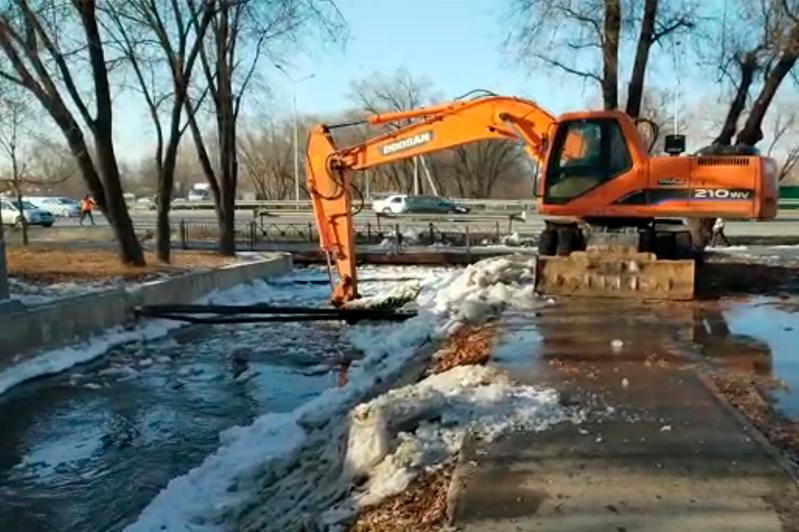 Возникла угроза подтопления домов у реки Каргалы в Алматы