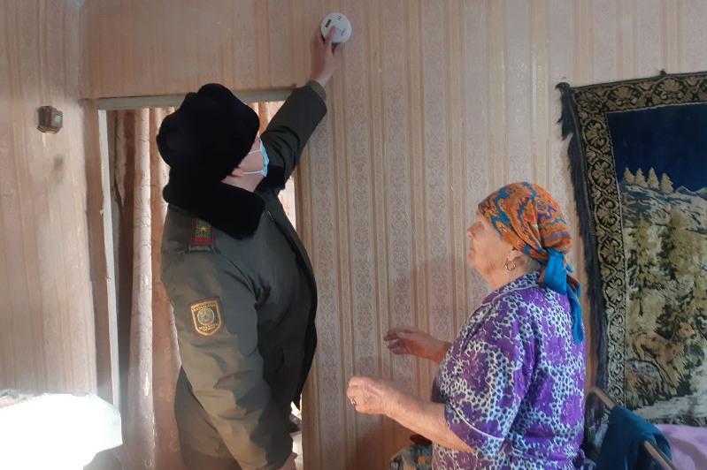 Установленный акмолинскими спасателями датчик угарного газа спас жизнь пенсионерке