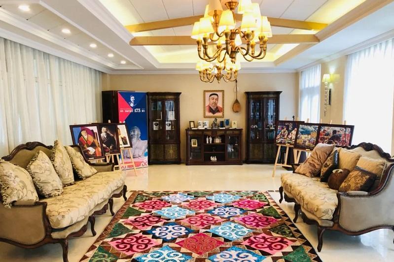 """哈萨克斯坦驻华使馆在北京开设""""阿拜遗产""""厅"""