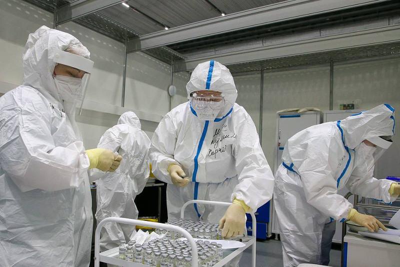 俄罗斯单日新增冠状病毒感染病例首次超2.7万例