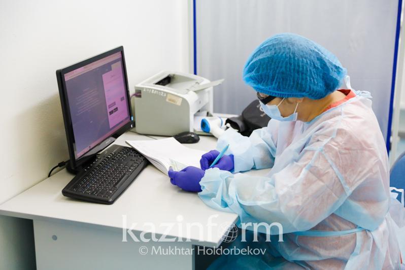 За сокрытие фактов заболеваниякоронавирусом наказали медиковв Казахстане