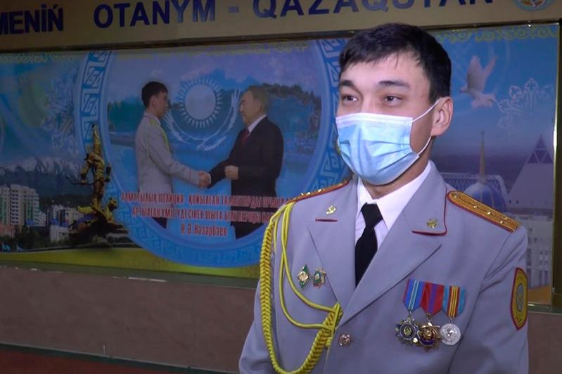 Получивший госнаграду из рук Елбасы полицейский рассказал об исторической встрече