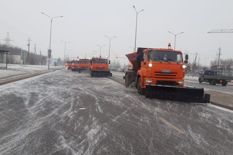 Nur-Sultanda qar jınaýǵa 2 myńǵa jýyq jumysshy jumyldyrylǵan