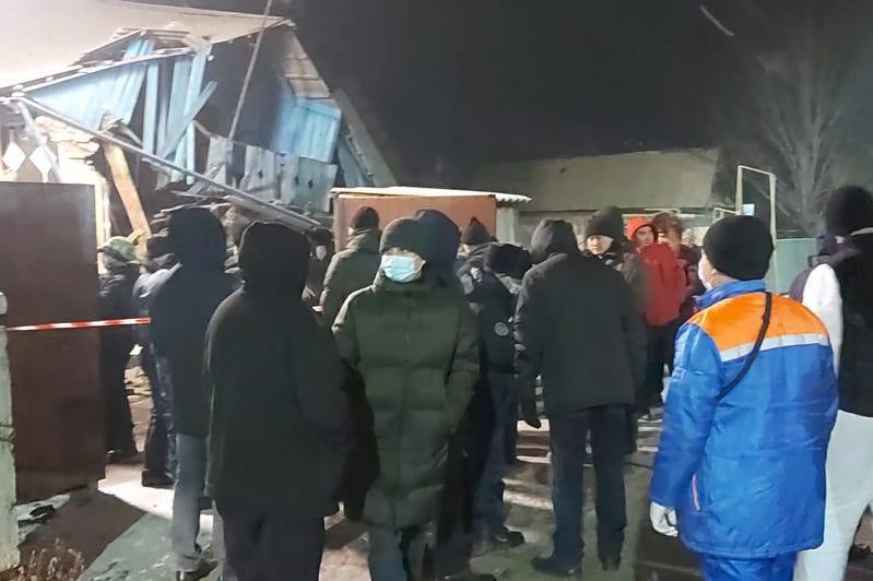 Taldyqorǵandaǵy jarylys: Áskerı  qyzmetshi kishkentaı eki qyzdy qalaı qutqarǵanyn aıtyp berdi