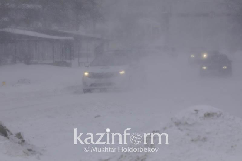 В столице и 8 регионах Казахстана ожидаются сильный снег и метель