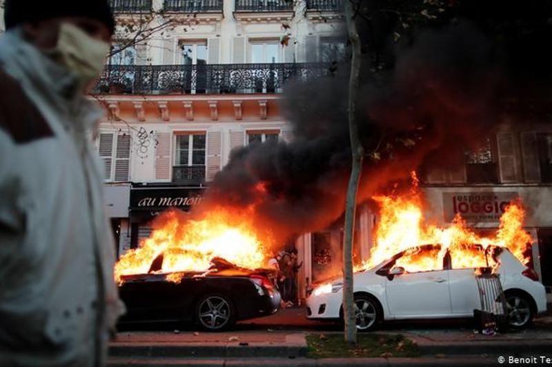 """法国70余城超过13万示威者上街抗议""""整体安全法"""""""