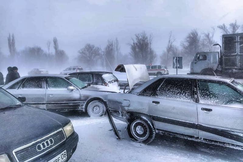 51 человек спасен из снежных заносов на автотрассе в Жамбылской области