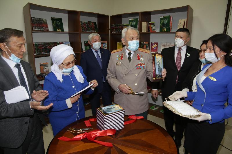 В Жамбылской области презентовали сборник, посвященный поэзии Бауыржана Момышулы