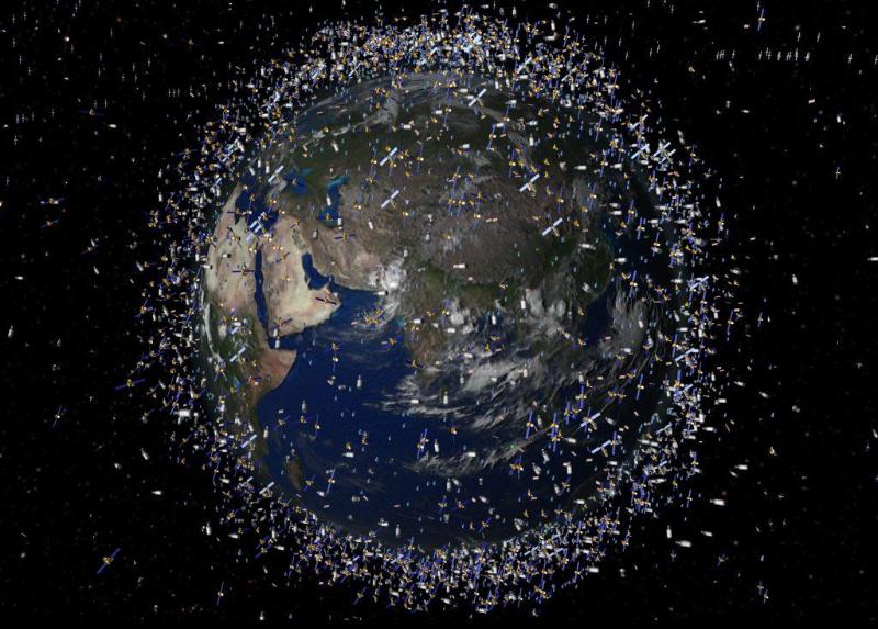 Два спутника чуть не столкнулись в космосе