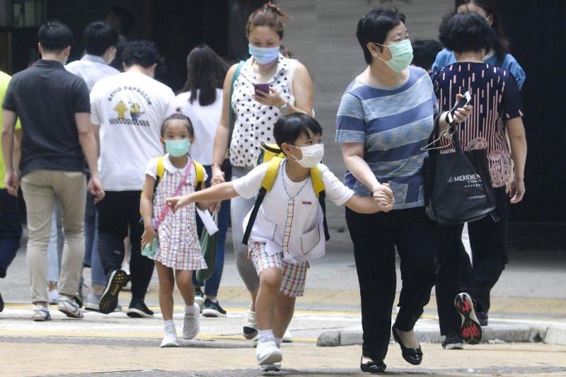 Все школы Гонконга закроют из-за четвертой волны коронавируса